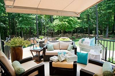 b2ap3_thumbnail_Outdoor-living-room-under-Solair-awning