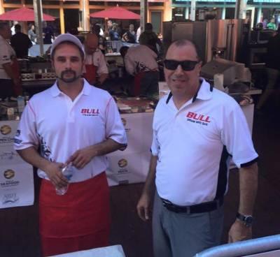 b2ap3_thumbnail_Burger-Battle-Contestant-at-World-Food-Championships_2_20151118-185404_1