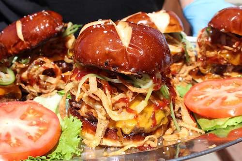 Winning-Burger-at-2016-New-York-Bull-Burger-Battle