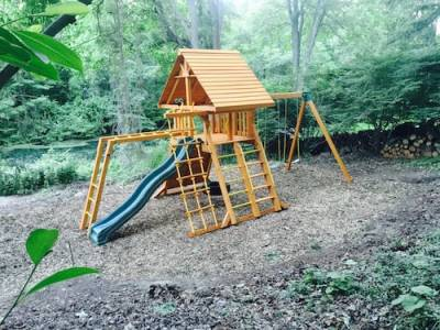b2ap3_thumbnail_Tire-Swing-Set-with-Wood-Roof-and-Monkey-Bars