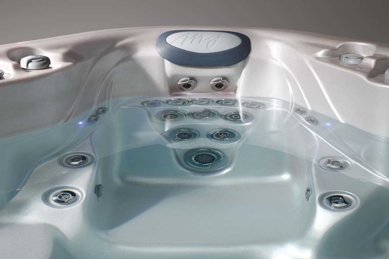 Signature Series Hot Tubs | Best in Backyards