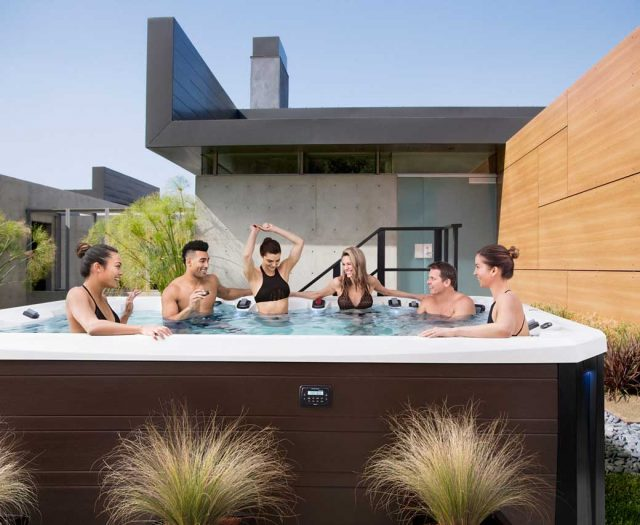 Vector-150-Hot-Tub-Lifestyle-Image