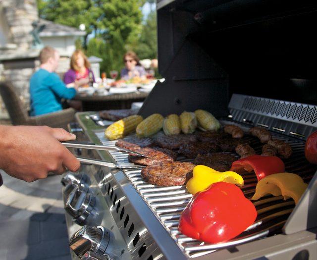 pro500_lifestyle_01-napoleon-grills
