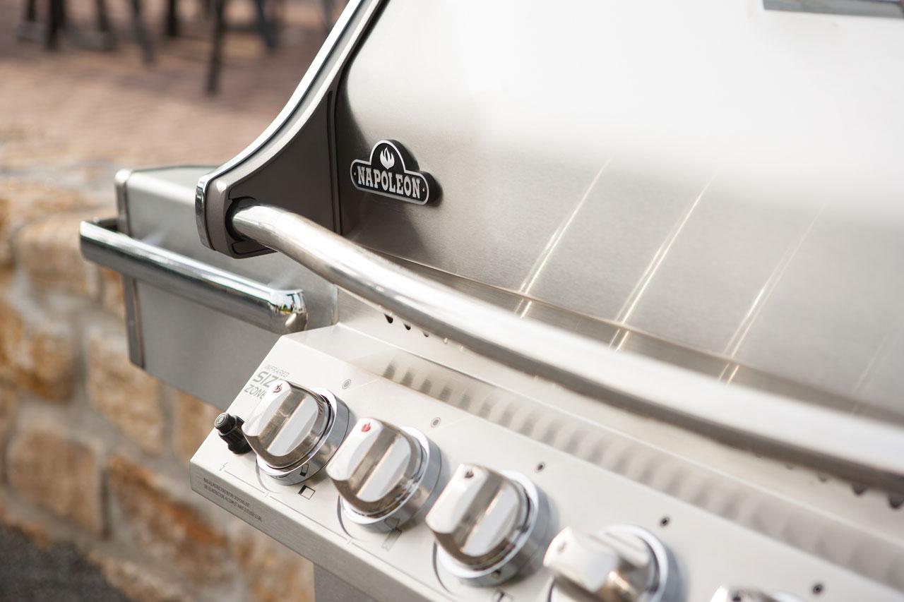 pro500_lifestyle_05-napoleon-grills