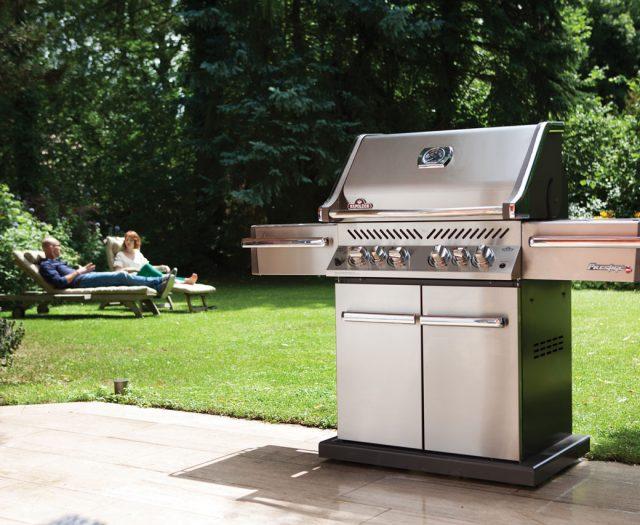 pro500_lifestyle_09-napoleon-grills
