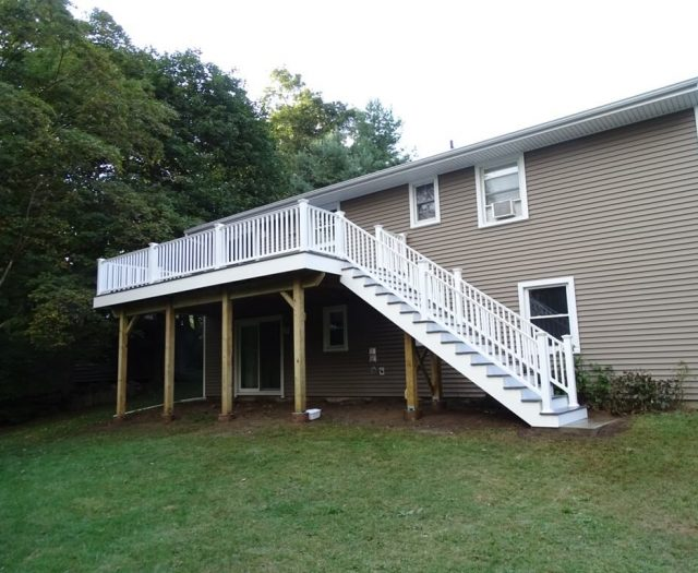 2-After-Photo-of-Composite-Deck-Complete-with-White-Vinyl-Railings-and-Stairs