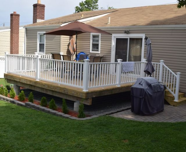 2-Completed-Deck-with-Beautiful-White-Vinyl-Railings-and-Stairs