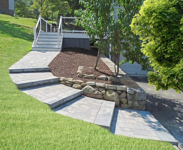 Beautiful Stone Walkwalkway with Pavers