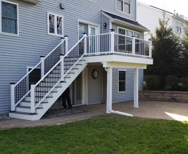 composite deck with stairs