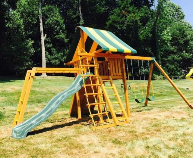 Dream Outdoor Playset with Monkey Bars