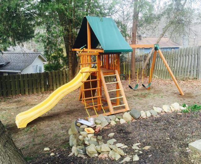 Dreamscape Backyard Swing Set Installed in Tight Backyard