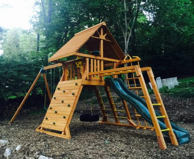 Supreme Playset Installed in Tight Backyard
