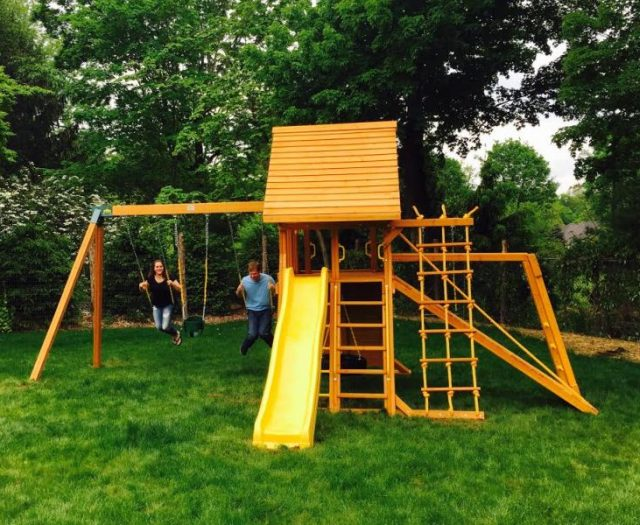 Supreme Playset With Wood Roof and Happy Customers
