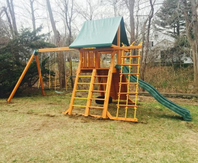 Supreme outdoor Playset with green tent top