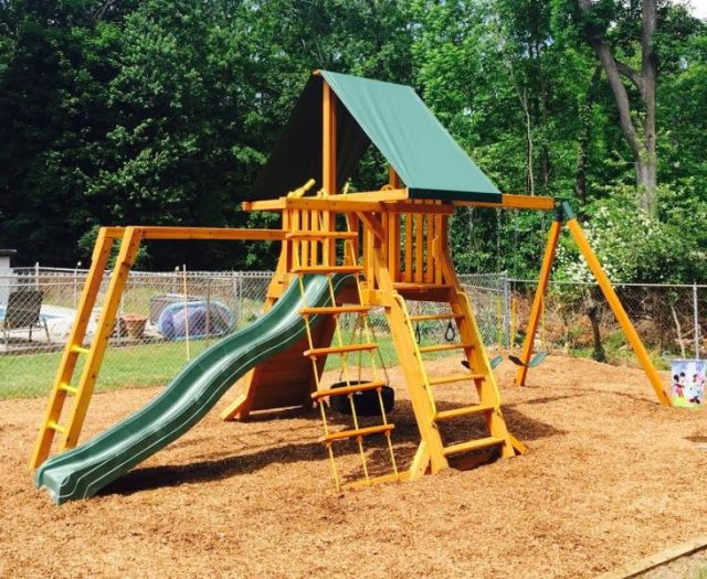 Supremescape Outdoor Swing Set installed in wood mulch