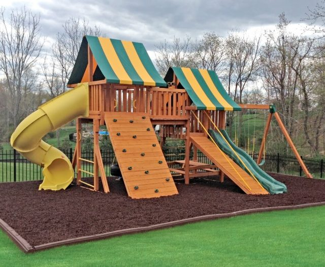 Fansty Wood Playset with Brown Rubber Mulch