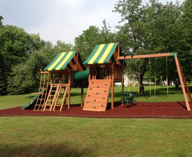 kids playsets with mulch