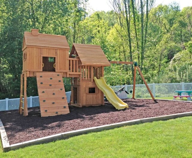 kids treehouses with rubber mulch