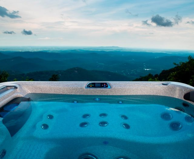 St. Kitts Hot Tub
