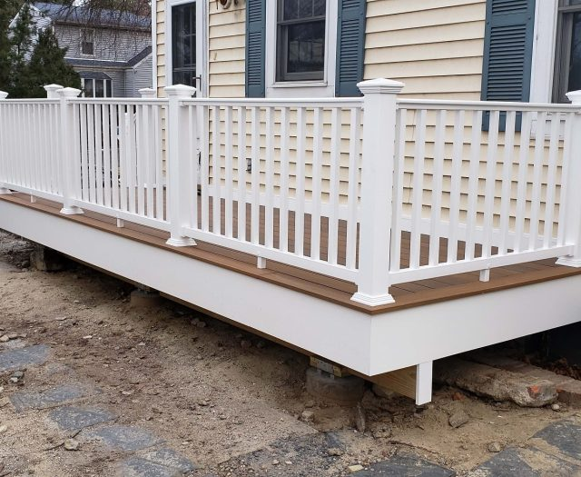 Beautiful Composite Deck with White Vinyl Railings (1)