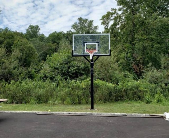 All American Goal Setter Basketball Hoop in Grass