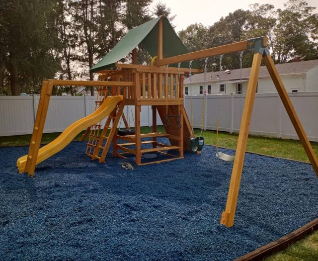 Dream Swing Set with Picnic Table and Tire Swing
