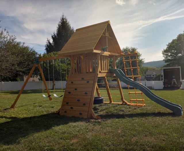 Supreme Swing Set with Rock Wall