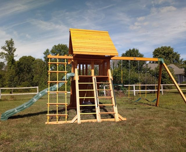 Supreme Swing Set with Wooden Roof