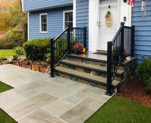 Aluminum Railing in Black on Stone Steps