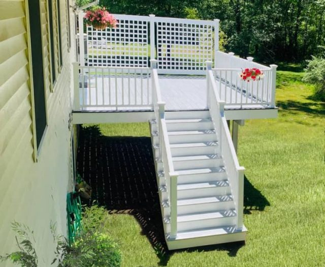 Composite Deck with West Gray Staircase
