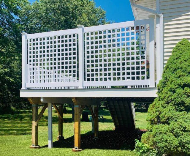 lattice privacy fence around vinyl deck
