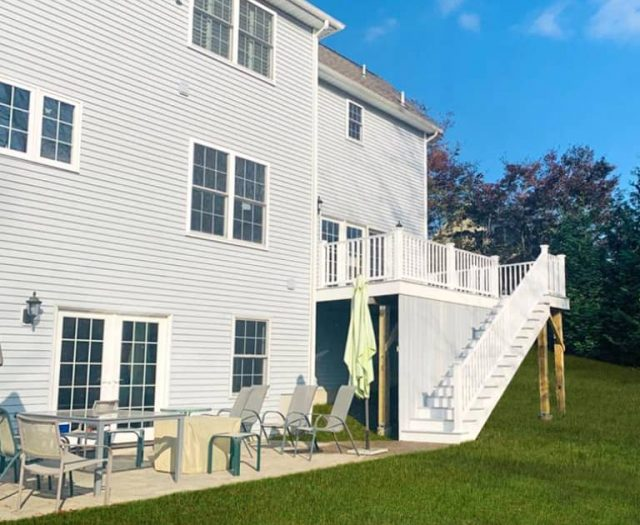 Composite West Gray Deck with Staircase