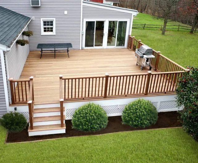 dual entry hardwood deck with lattice