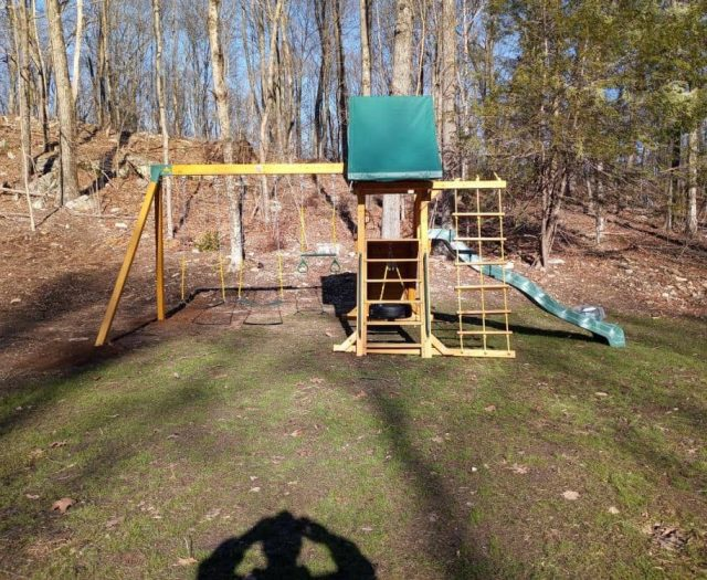 Supremescape Swing Set with Jacob's Ladder, Green Tent, and Swings