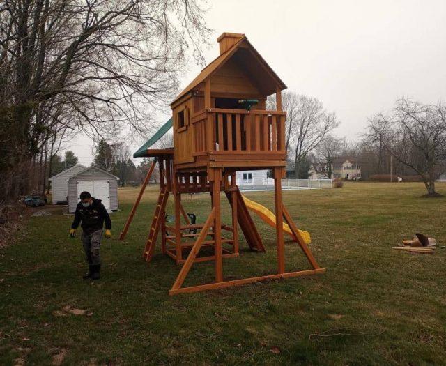 Sky Tree House Cabin Jungle Gym with Deck, Picnic Table, and Jumbo Binoculars
