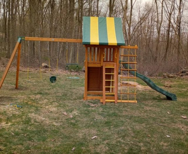 Dream Swing Set with Full Bucket Toddler Swing, Jacob's Ladder, and Green Wave Slide