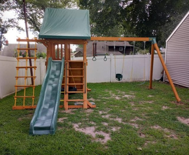 Supreme Playset with Full Bucket Swing, Tire Swing, and Jacobs Ladder